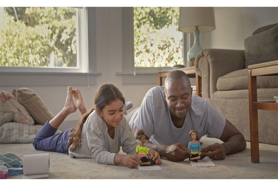 Con la nuova campagna Barbie Mattel si concentra sui papà