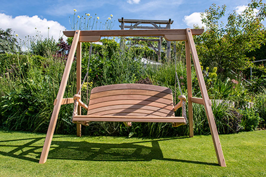 RHS LICENSEE SITTING SPIRITUALLY RAFFLES UNIQUE GARDEN BENCH FOR THE NHS