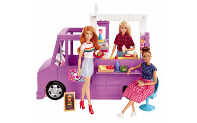 FROM BARBIE'S FOODTRUCK TO FLOWER BURGER: THE FIRST BURGER FROM THE ICONIC FASHION DOLL HAS ARRIVED!
